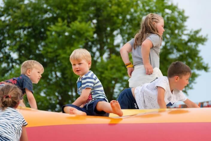 bambini parco divertimenti