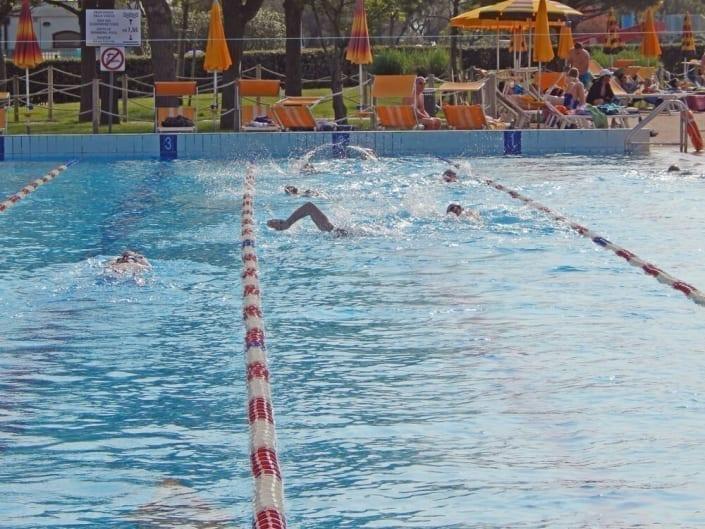 piscine extérieure nage