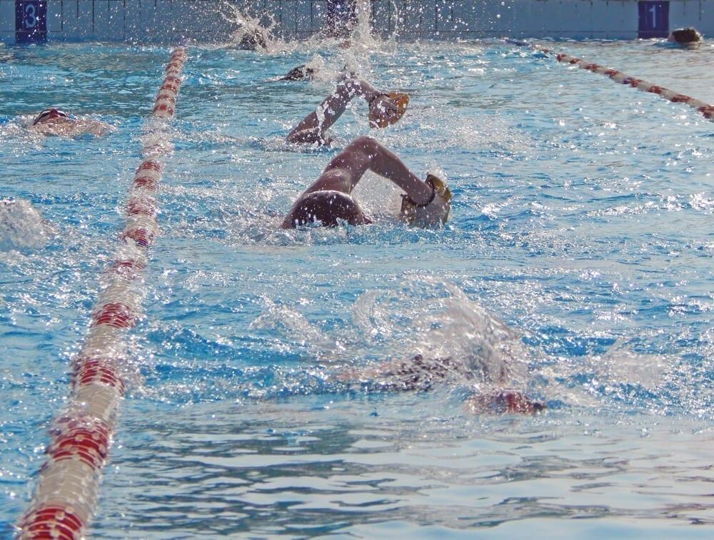 piscina esterna nuoto