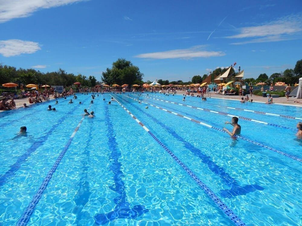 verwarmd Olympisch zwembad