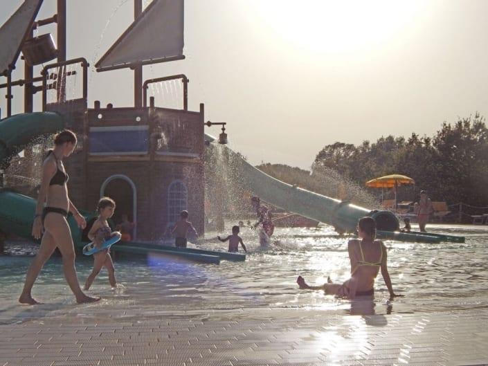 Parc aquatique de bateaux